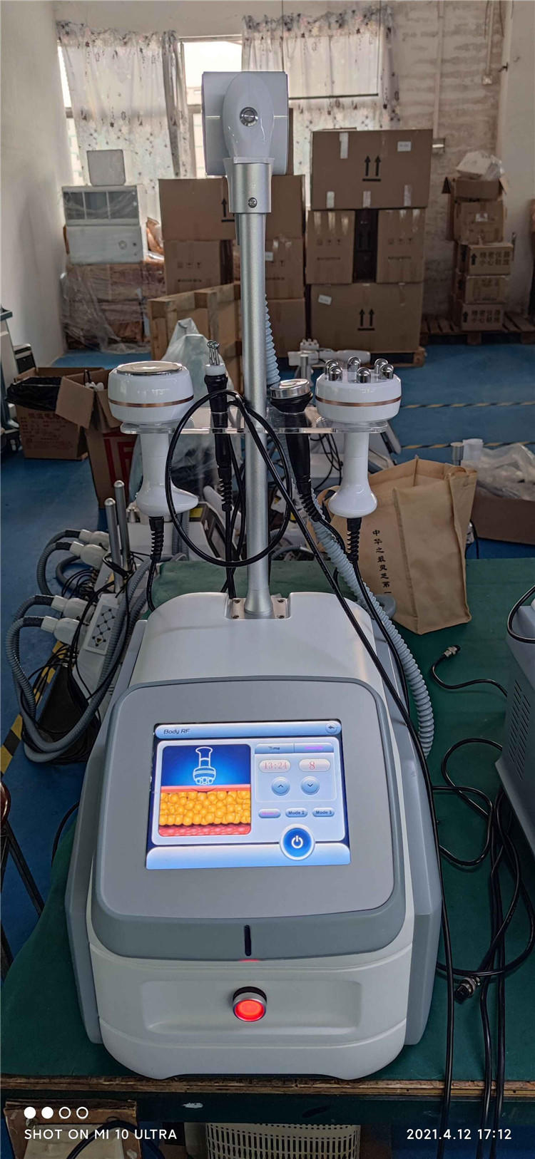 Professional Vacuum Roller Cellulite Massage Machine with Cavitation RF